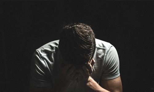 4-nettikasinoidenuhkapeliriippuvuuden-terveysvaikutusta-Pelaamattomuus-aiheuttaa-riippuvaisille-ahdistuneisuutta